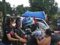 Ayudando en el tiempo de Eta a las familias del Proyecto