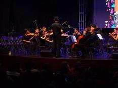 Maestro Alejandro Larumbe con la Orquesta Avanzada