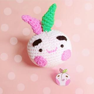 Omgosh how cute is this crochet plushie that _woollywee made me of my cheeky bushy brow peach pin! 😭😭🙏🙌🏻 so so so cute! Thank you!!!!! 😍🙌🏻💖