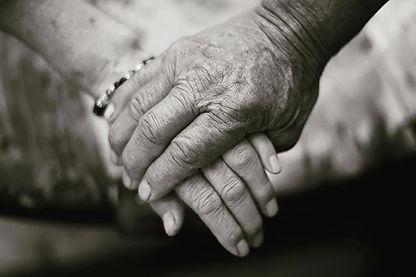 70歳になった父の手と母の手_愛しいですね__#古希のお祝いで来てくれました_#