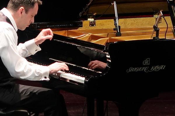 Greg - piano 1.jpg