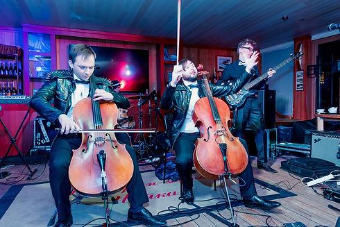 Рок на виолончелях на _Чайке_