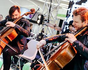 Рок на виолончелях на открытии ТЦ