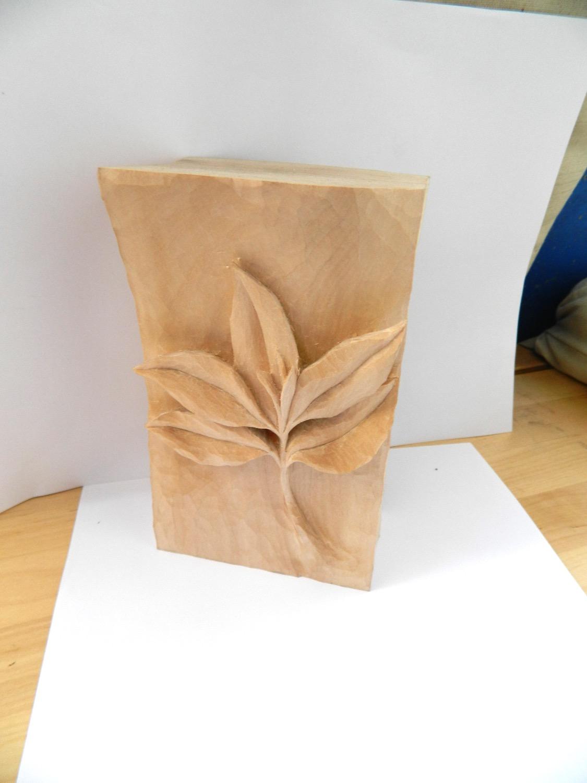 Naturalistic Leaf Motif
