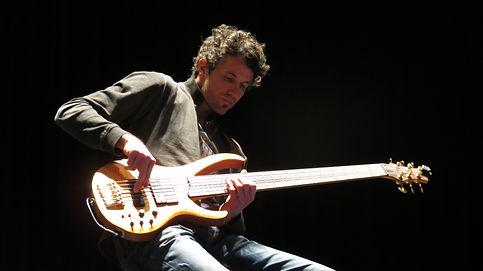 bass lessons, bass unterricht tirol, play bass, learn bass