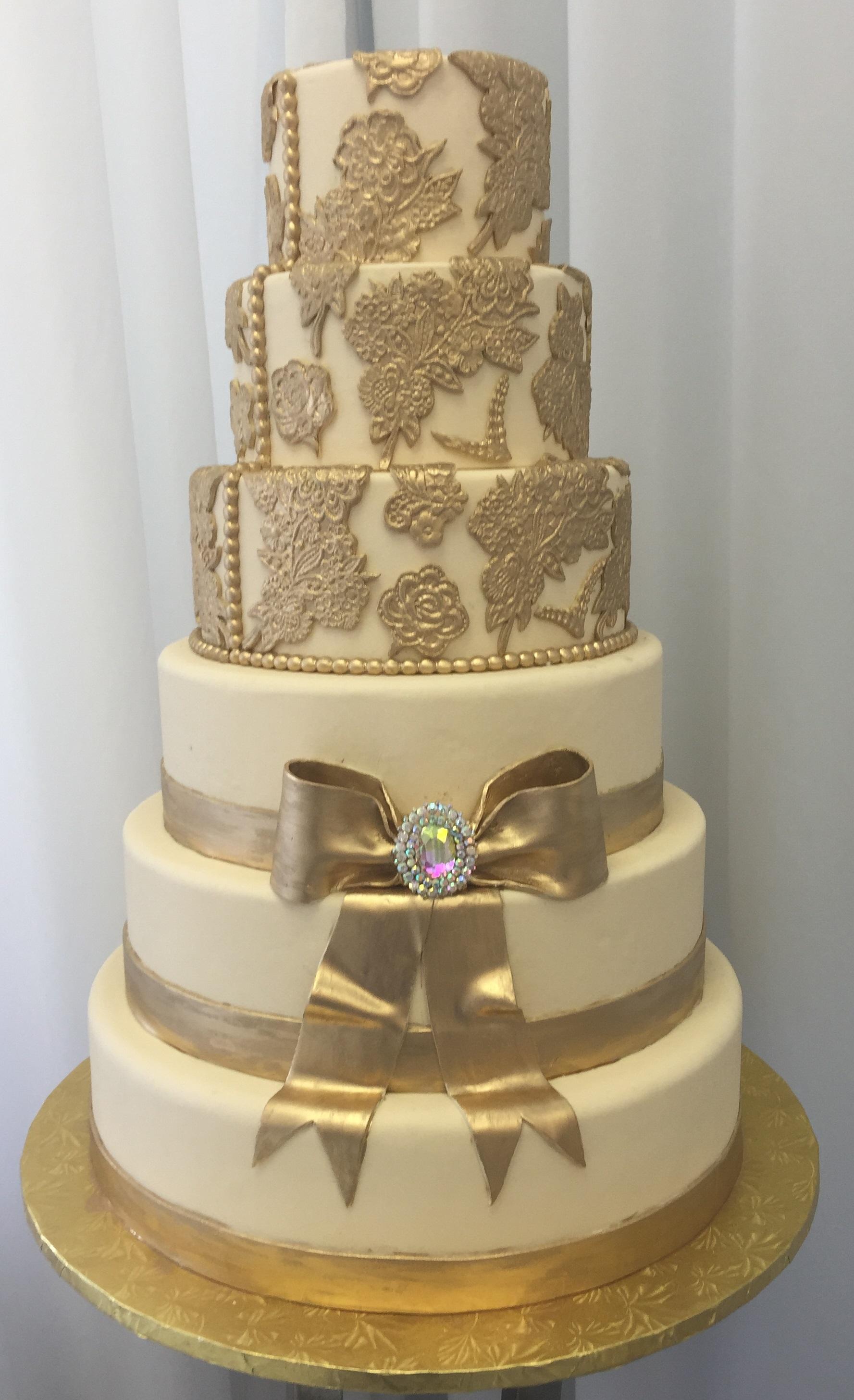 gold cake 1.jpg