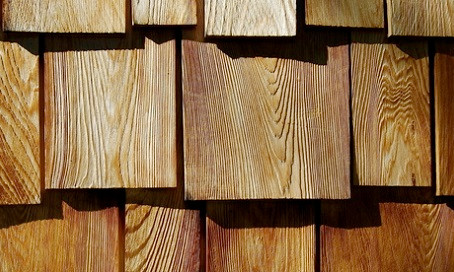 What to Do If a Cedar Roof Shingle Cracks