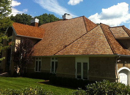 How to Pick the Best Cedar Roof Contractor