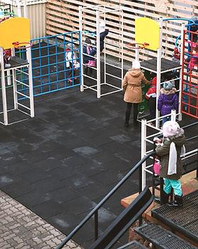 Уличное оборудование для обустройства спортивных и детских площадок: брусья, турники, спортивные комплексы, оборудование для воркаута и др.