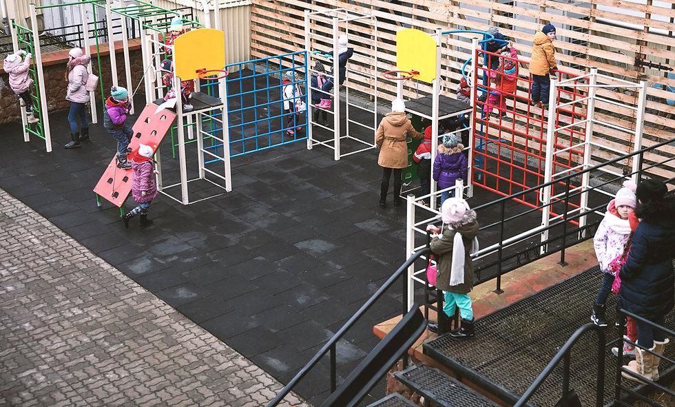 Oyun Alanındaki Çocuklar