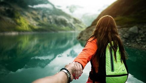 couple_followme-1024x683-1024x585.jpg