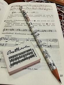Želite samo jednu pesmu da naučite da svirate?