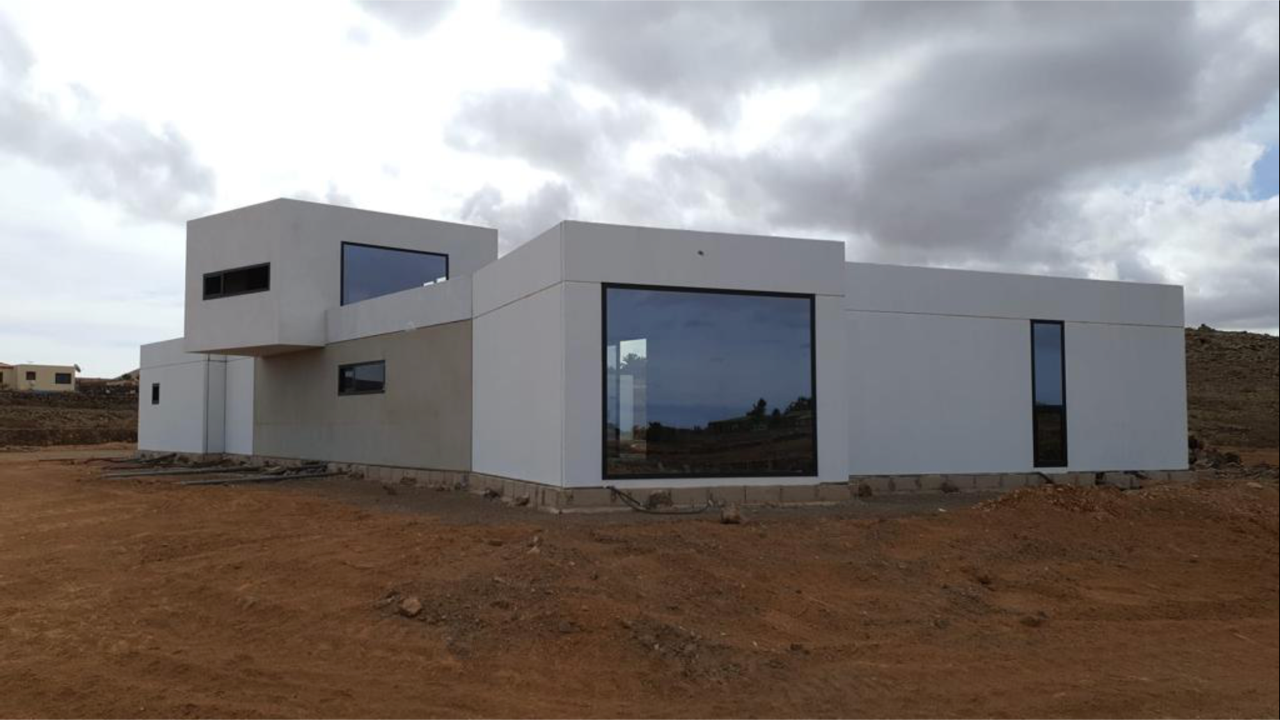 House under construction on a 4000m2 plot