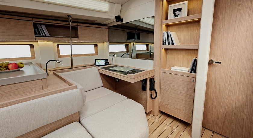 Beneteau-oceanis51.1_interior_skippers_d