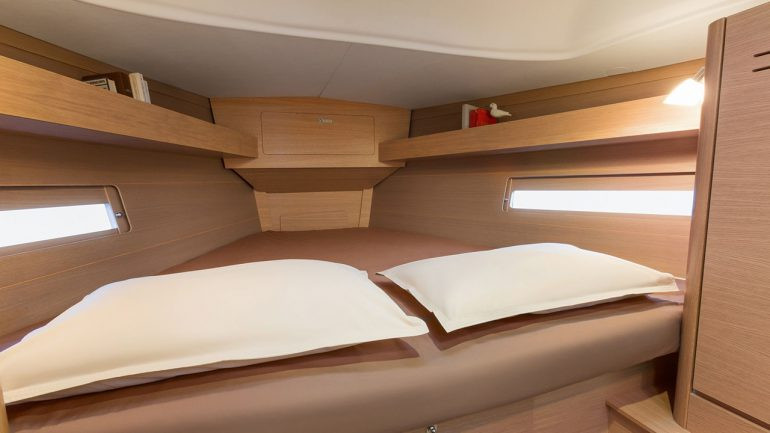 Dufour_382_front_cabin_bed.jpg