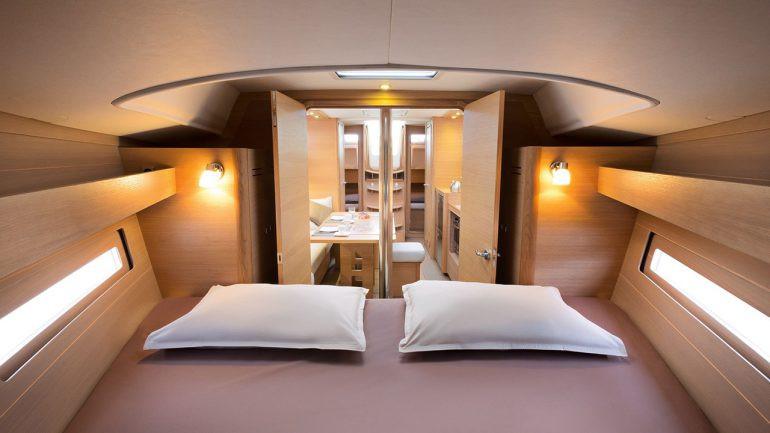 Dufour_382_front_cabin.jpg