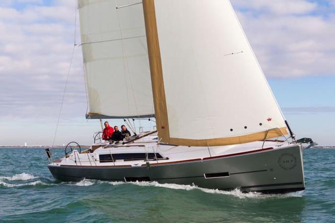 dufour_382_sailing.jpg