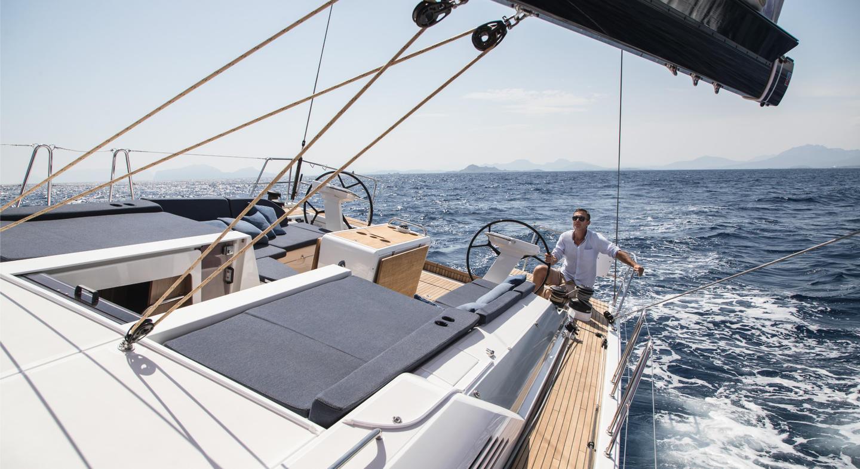 Beneteau_oceanis51_1_sailing_man.jpg