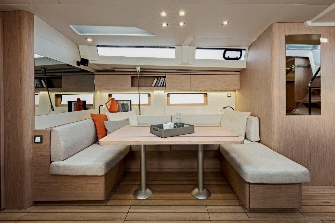Beneteau-oceanis51.1_interior_salon_deta