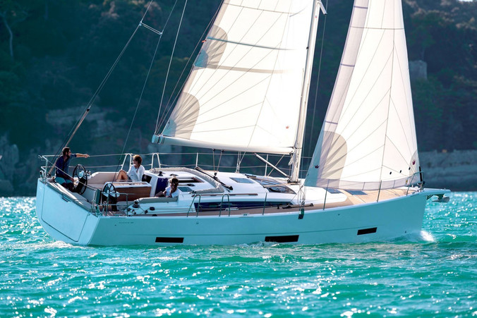 dufour_390_sailing.jpg