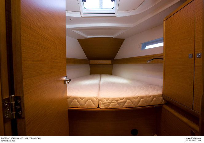 Jeanneau_Sun_Odyssey_449_master_cabin.jp
