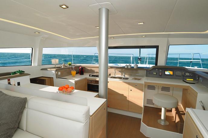 bali_4.1_interior_kichen_skipper_desk.jp