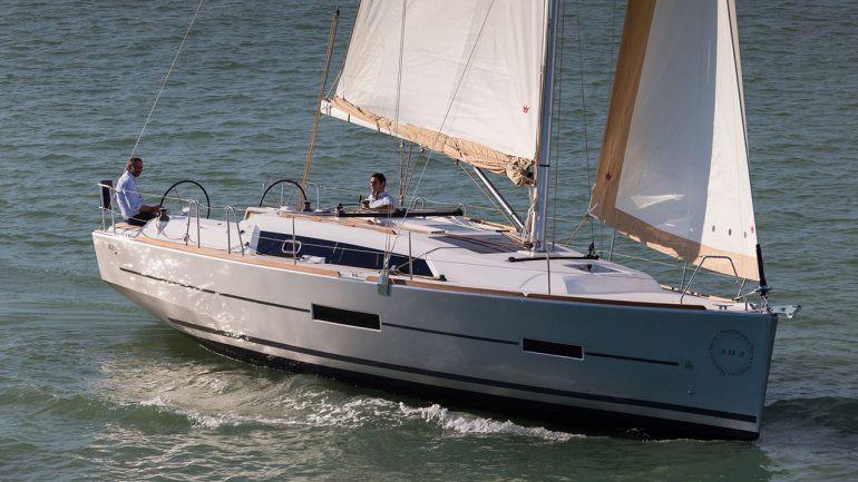 Dufour_382_sailing_2-men_calm.jpg