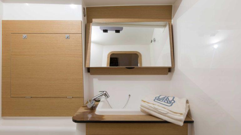 dufour_460_grand_large_bathroo