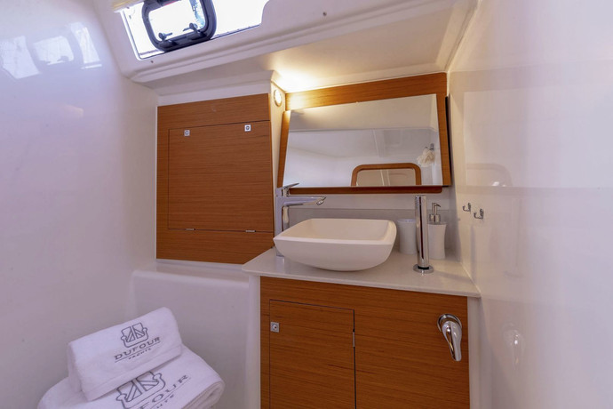 dufour_390_interior_bathroom.jpg