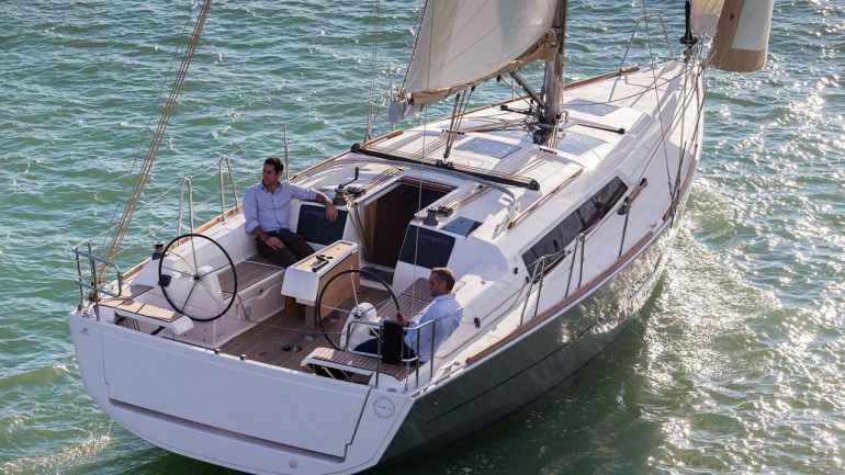 Dufour_382_exterior_all_yacht.jpg
