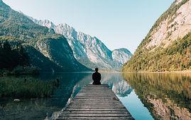 山脈は湖を満たす