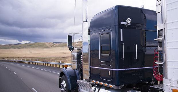 trucking-fleet-management_edited.jpg