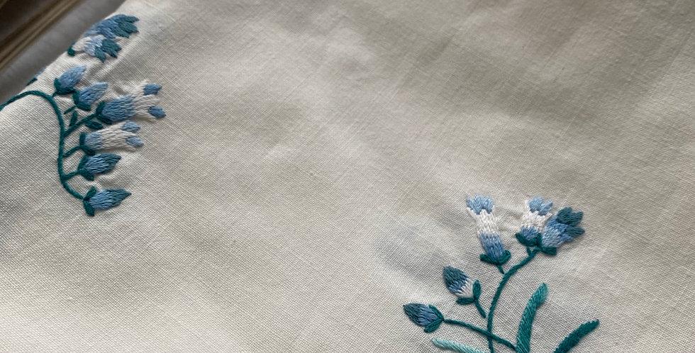 Mantel merienda bordado azul vintage
