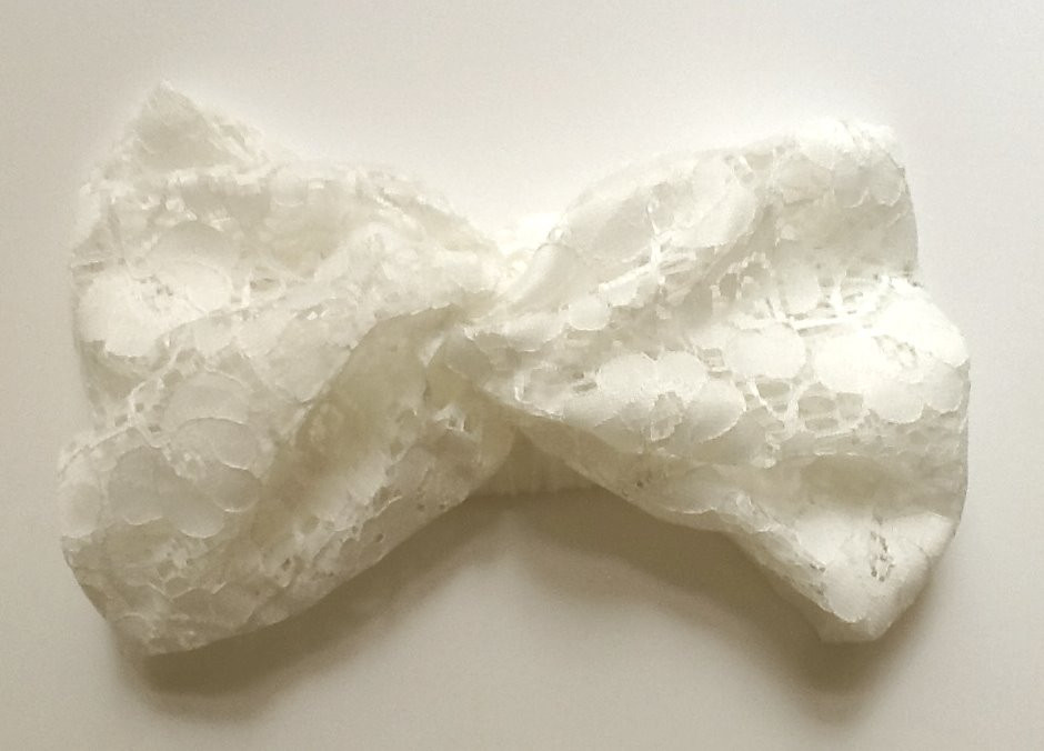 "Bridal headband ""Head over heel"" in Floral lace"