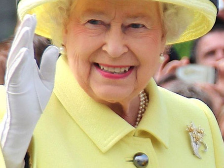 BREAKING: The Queen arrives in Manchester in an unannounced visit