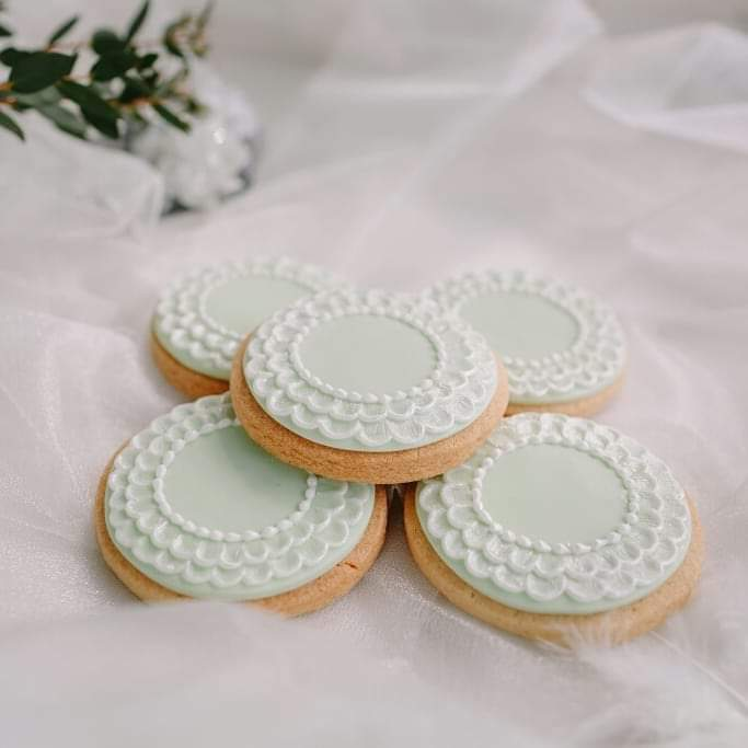 Mint coloured hand piped wedding favour biscuit