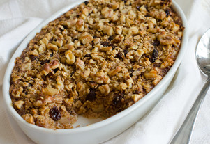 Baked Oatmeal with Apples, Raisins and Walnuts (Amish-Style)