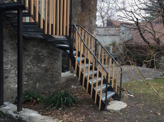 Treppe mit Holzstaketen