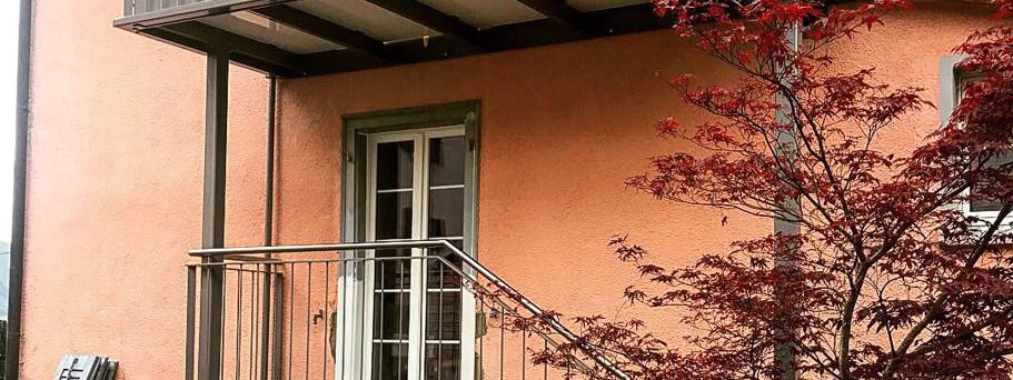 Balkonvorbau mit Treppenaufgang