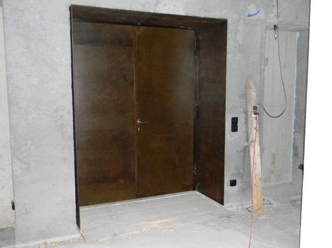 Tür mit Rostlook