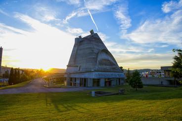 L'Œuvre architecturale de Le Corbusier, une contribution exceptionnelle au Mouvement Moderne
