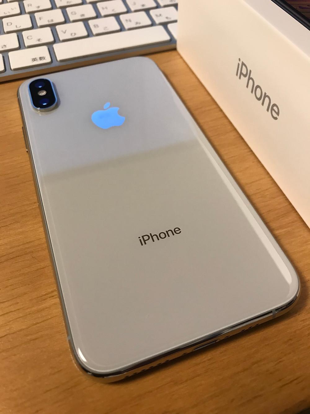 iPhone XS シルバー