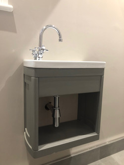 Traditional cloakroom basin