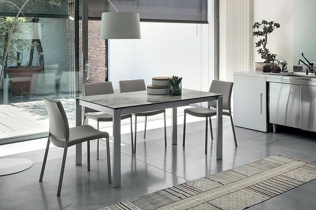 Итальянский обеденный стол Sole 140 в современном стиле от фабрики Target Point