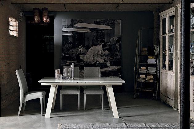 Итальянский обеденный стол Marte 180 в современном стиле от фабрики Target Point
