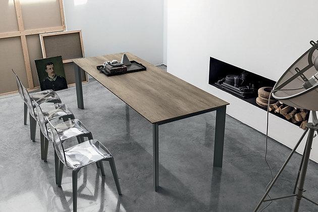 Итальянский обеденный стол Saturno 160 в современном стиле от фабрики Target Point