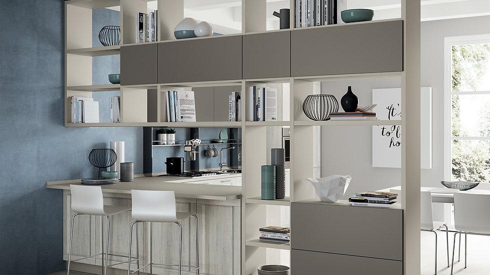 Интересное определение пространства благодаря системе стен «Fluida», декоративной отделке цвета «Серый Габбиано», предмету ме