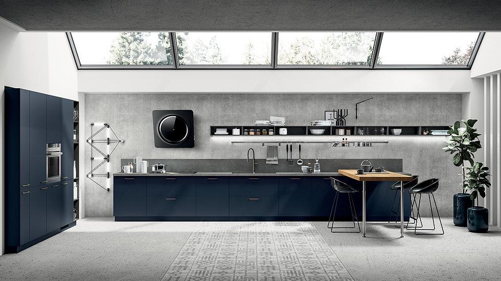 Кухня в современном стиле с яркими элементами темно-синего оттенка: новая лакированная отделка цвета Синий Moonтумб и колонн