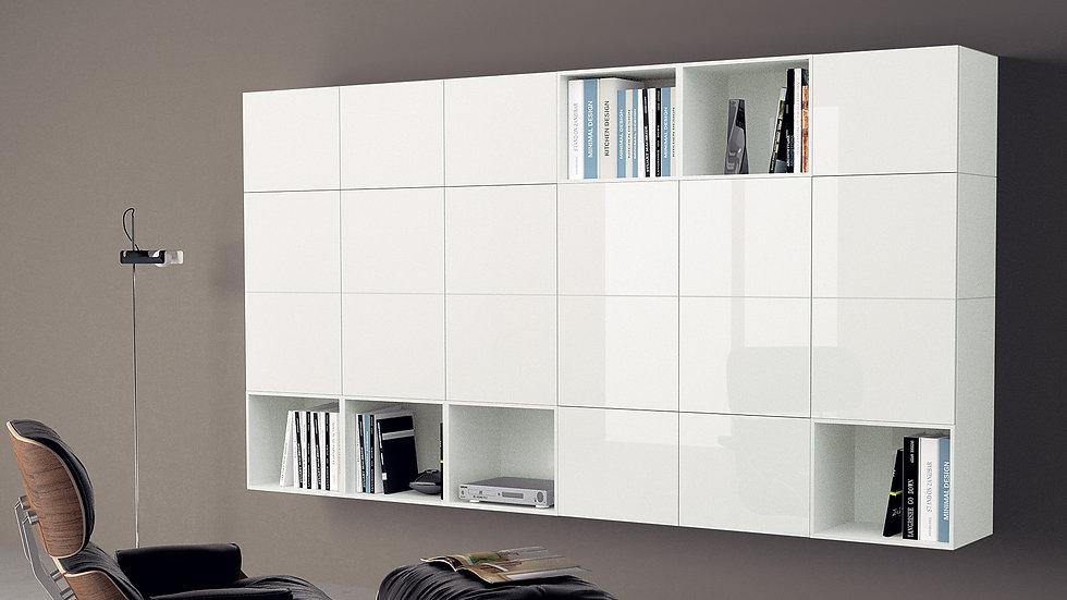 Подвесная мебель для гостиной, состоящая из 18 модулей со стеклянными дверцами и 6 открытых лакированных модулей. Все одного