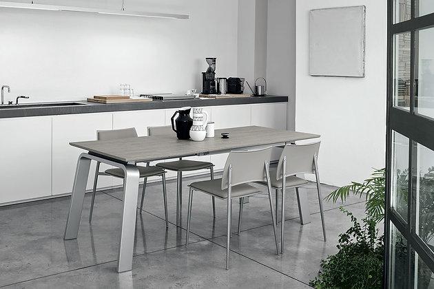 Итальянский обеденный стол Deimos 130 в современном стиле от фабрики Target Point